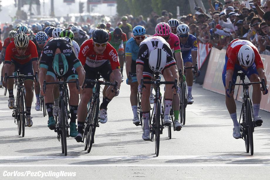 Big Flag - Abu Dhabi - wielrennen - cycling - cyclisme - radsport - Alexander Kristoff (NOR - UAE Team Emirates) Pascal Ackermann (GER - Bora - Hansgrohe) - Caleb Ewan (AUS - Mitchelton - Scott) pictured during the 2018 Abu Dhabi Tour stage 3 from Nation Towers to Big Flag (133KM) - photo LB/RB/Cor Vos © 2018