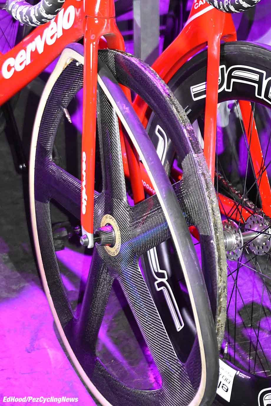 berlin18eh-rolled-tyre-679-920