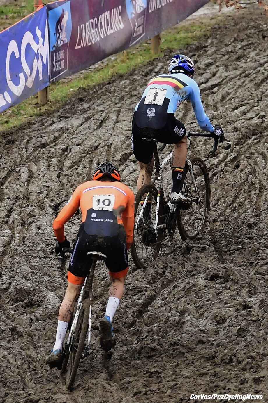 Valkenburg - Netherlands - wielrennen - Valkenburg - Netherlands - wielrennen - cycling - cyclisme - radsport - Van Der Poel Mathieu (NED) of Corendon - Circus in front of Van Aert Wout (BEL) of Crelan - Charles team pictured during the World Championships Cyclocross for elite men in Valkenburg, Netherlands - photo PN/Cor Vos © 2018