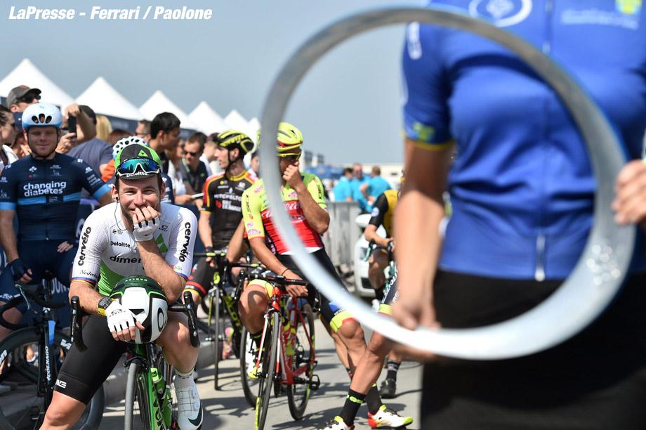 Foto LaPresse - Massimo Paolone 10/02/2018 Dubai (Emirati Arabi Uniti) Sport Ciclismo Dubai Tour 2018 - 5a edizione - Tappa 5 - Meraas Stage - da Skidive Dubai a City Walk - 132 km (82 miglia) Nella foto: CAVENDISH Mark (Gbr) (TEAM DIMENSION DATA)  Photo LaPresse - Massimo Paolone 10/02/2018 Dubai (United Arab Emirates)  Sport Cycling Dubai Tour 2018 - 5th edition -  Stage 5 - Meraas Stage - Skidive Dubai to City Walk - 132 km (82 miles) In the pic: CAVENDISH Mark (Gbr) (TEAM DIMENSION DATA)