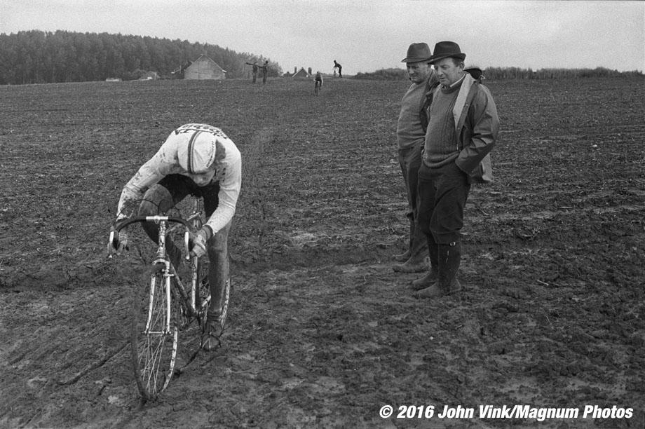 BELGIUM. Vossem. 09/10/82. Bicycle race.