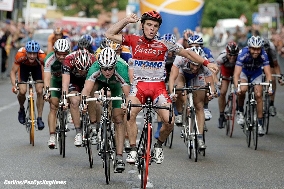 GOES - wielrennen - cycling - cyclisme - radsport - Delta Profronde van Midden-Zeeland - Denis Flahaut (Fra-Jartazi) wint voor Stefan van Dijk (Wiesenhof) - foto Cor Vos ©2007