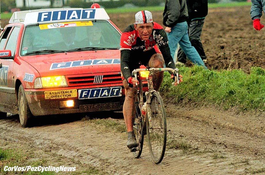 Andrei Tchmile op weg naar de zege in Parijs-Roubaix 1994