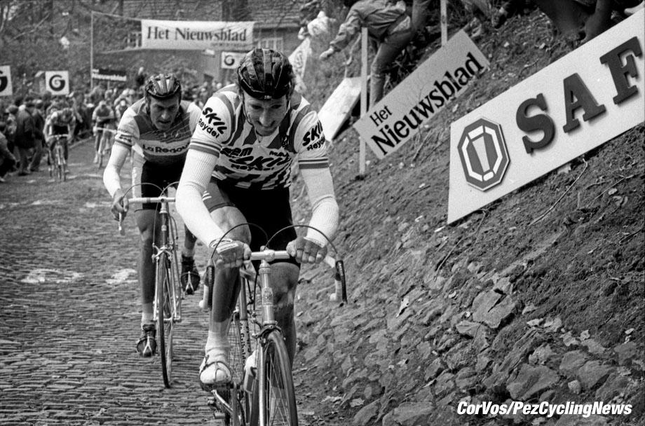 Hoogvliet - Nederland - wielrennen - cycling - radsport - cyclisme - stock - archief - archive - illustration - Sean Kelly (Team Skil) - Jean-Luc Vandenbroucke (Team LaRedoute) Muur van Geraardsbergen - Tour of Flandres - Ronde van Vlaanderen - photo Cor Vos © 2015