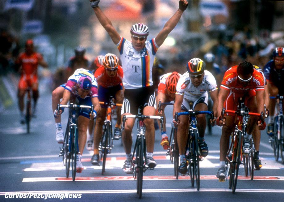 Erik Zabel wint Milano-Sanremo, foto Cor Vos ©2001