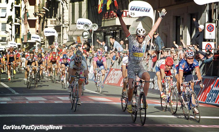 Milano-Sanremo, foto Cor Vos ©2002 Mario Cipollini