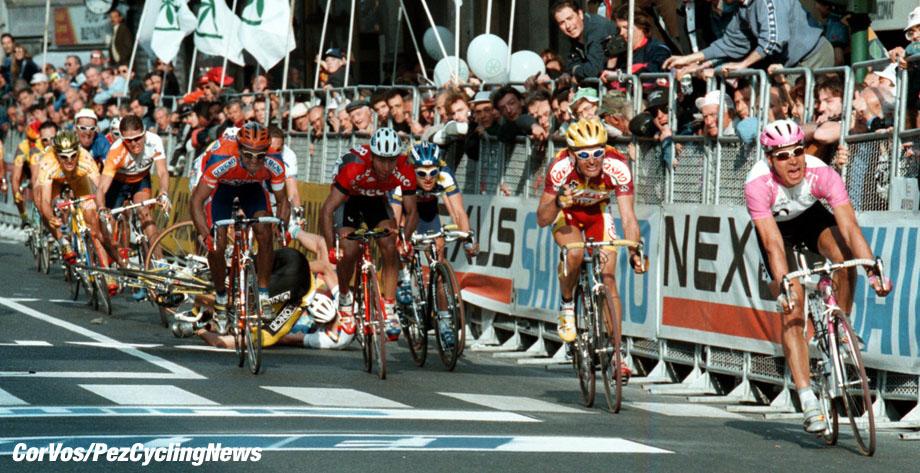 Milano-SanRemo:Eric Zabel wint de Primavera. Jalabert, Sciandri, Museeuw en Michaelsen vallen.. foto Cor Vos© 22-03-97 wielrennen