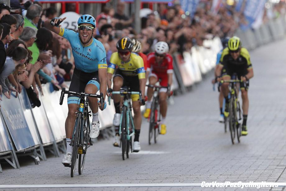Eibar - Spain - wielrennen - cycling - cyclisme - radsport - Omar FRAILE MATARRANZ (Spain / Team Astana) - Primoz ROGLIC (Slowenia / Team Lotto NL - Jumbo) pictured during the 58th Itzulia Basque Country stage 5 from Vitoria to Eibar (164.7 KM) - photo Luis Gomez/Cor Vos © 2018
