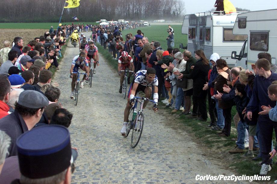 Parijs-Roubaix, foto Marco Ferrageau/Cor Vos ©2000 Hincapie, Tafie, Hoffmann en Vainsteins