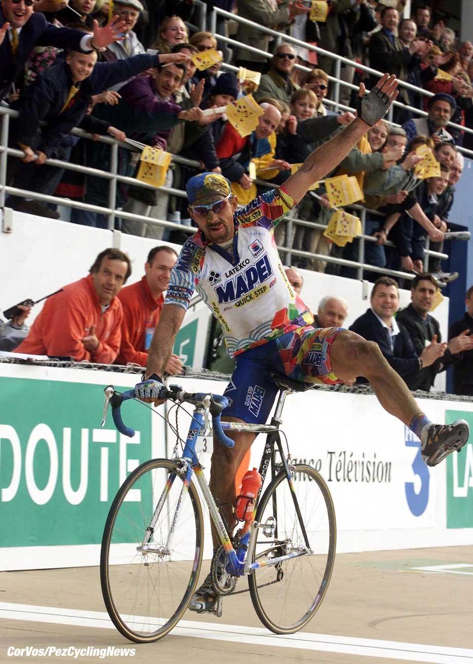 Parijs-Roubaix, foto Cor Vos ©2000 Johan Museeuw