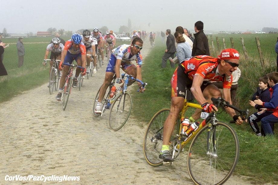 Parijs-Roubaix, foto Cor Vos ©2000 Andrei Tchmile en Andrea Tafi