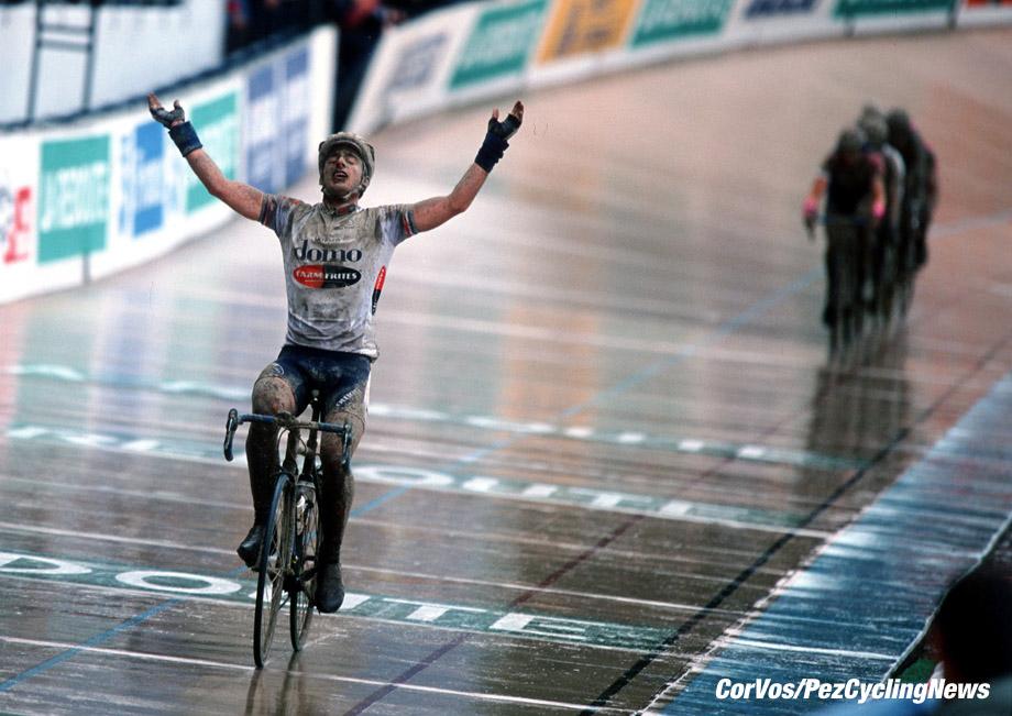 Parijs-Roubaix, foto Cor Vos ©2001 Servais Knaven