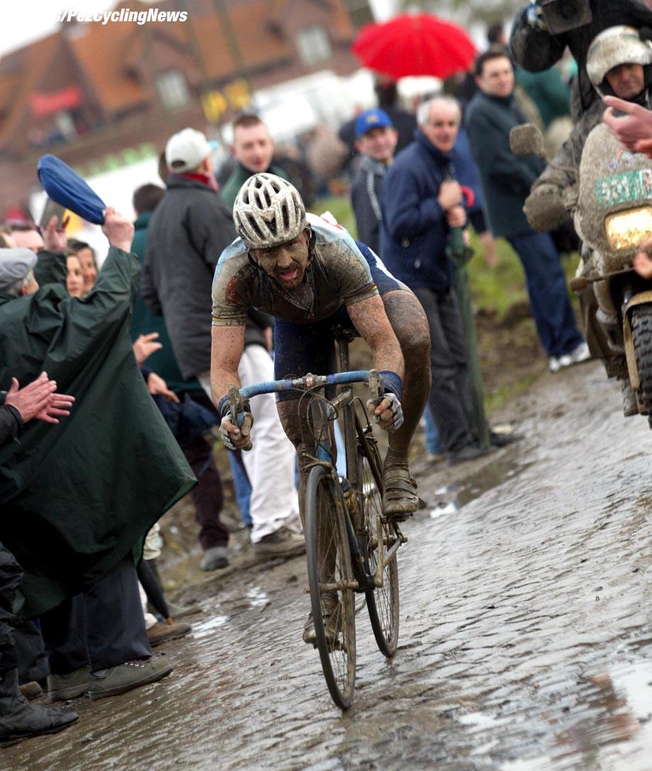 Parijs-Roubaix, foto Cor Vos ©2002 Johan Museeuw
