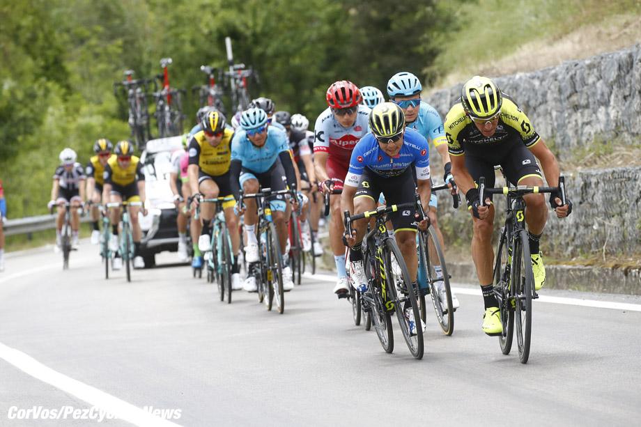 Gualdo Tadino  - Italië - wielrennen - cycling - cyclisme - radsport -  Roman Kreuziger (CZE - Mitchelton - Scott) - Johan Esteban Chaves (COL - Mitchelton - Scott) pictured during the 101st Giro d'Italia 2018 - stage 10 from Penne to Gualdo Tadino (239 KM) - photo DB/LB/RB/Cor Vos © 2018