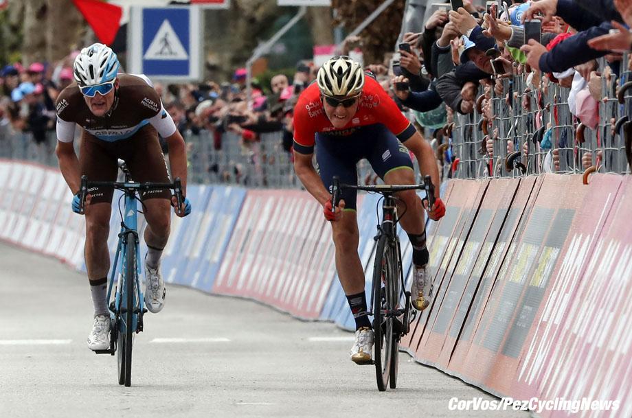 Gualdo Tadino  - Italië - wielrennen - cycling - cyclisme - radsport - Matej Mohoric (SLO - Bahrain - Merida) - Nico DENZ (Germany / Team AG2R La Mondiale) pictured during the 101st Giro d'Italia 2018 - stage 10 from Penne to Gualdo Tadino (239 KM) - photo LB/RB/Cor Vos © 2018