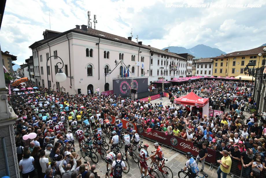 Foto Massimo Paolone - LaPresse 20/05/2018 Tolmezzo-Sappada (Italia) Sport Ciclismo Giro d'Italia 2018 - edizione 101 - tappa 15 TOLMEZZO - SAPPADA Photo Massimo Paolone - LaPresse May 20, 2018 Tolmezzo-Sappada (Italy) Sport Cycling Giro d'Italia 2018 - 101th edition - stage 15 TOLMEZZO - SAPPADA