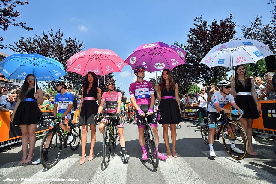 Foto Massimo Paolone - LaPresse  24/05/2018 Abbiategrasso-Pratonevoso (Italia) Sport Ciclismo Giro d'Italia 2018 - edizione 101 - tappa 18 ABBIATEGRASSO - PRATONEVOSO  Photo Massimo Paolone - LaPresse May 24, 2018  Abbiategrasso-Pratonevoso (Italy)   Sport Cycling Giro d'Italia 2018 - 101th edition -  stage 18 ABBIATEGRASSO - PRATONEVOSO