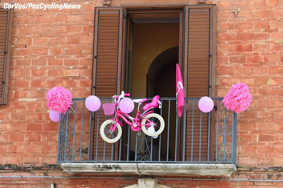 Gran Sasso d'Italia  - Italië - wielrennen - cycling - cyclisme - radsport - illustration - scenery - carte postal scenic shot - postcard sfeerfoto - sfeer - illustratie  pictured during the 101st Giro d'Italia 2018 - stage 9 from Pesco Sannita to Gran Sasso d'Italia (225 KM) - photo DB/LB/RB/Cor Vos © 2018